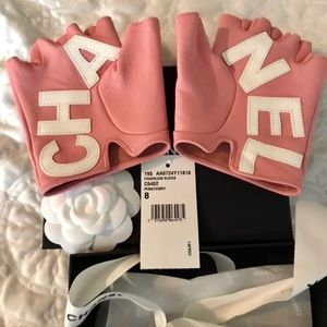 Chanel Pink Fashion Gloves